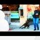 Lumememm ehmatab jalakäijaid (video)