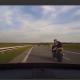 Auto rammib mootorratturit (video)