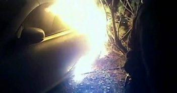 USA politseinikud riskivad eluga, et inimene põlevast autost välja aidata