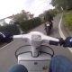 """Yamaha XJ6 möödus """"sleeper"""" Vespast, roller võtab tsiklile järgi ja teeb möödasõidu tagarattal"""
