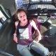 Naissoost poevaras lipsab käeraudadest välja, varastab politseiauto ja teeb seejärel sellega avarii