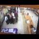 Venemaa valimisjaoskonna töötaja asetab häälte lugemise ajaks kaamera ette õhupallid
