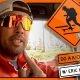 """Professionaalne rulasõitja Eric Koston sõidab LA-s ringi ja karjub inimestele """"Do A Kickflip!"""""""
