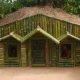 Rahustav video – kaks meest ehitavad bambusest maja