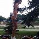 Tüdruk trikitab bike'l (video)