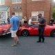 Naine tagurdab Ferrarile, mis maksab 400,000€, otsa