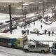 Ahelavarii Montreali tänavatel – politsei auto, bussid ja isegi lumesahk ei suuda lumisel teel pidama jääda