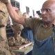 Kaks andekat ülikooli professorit peavad maha skulptuurivõistluse, kus teevad samal ajal üksteisest skulptuuri