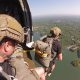 Taas üks päev kontoris – USA sõdurid hüppavad helikopterist langevarjuga järve