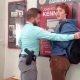 Politseinik üritab vahistada õpilast kanepi omamise eest – proovib elueest, aga ei suuda õpilast maha võtta