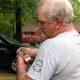 Pere põetab orava terveks ja laseb ta loodusesse lahti, satub koheselt küüniste vahele