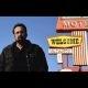 """""""Looking Glass"""" – Nicolas Cage leiab oma motellist salapeegli, läbi mille näeb ta pealt mõrva"""