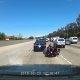 Mootorrattur ei saa aru, et liiklus aeglustub ja kaotab ratta üle kontrolli