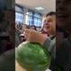 Poiss sai õpetajalt loa tunni ajal puuvilja süüa